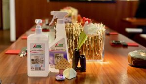 Sushiya Sushi Restaurant München Hygienevorschriften Corona, Tisch voll mit Putzmitteln