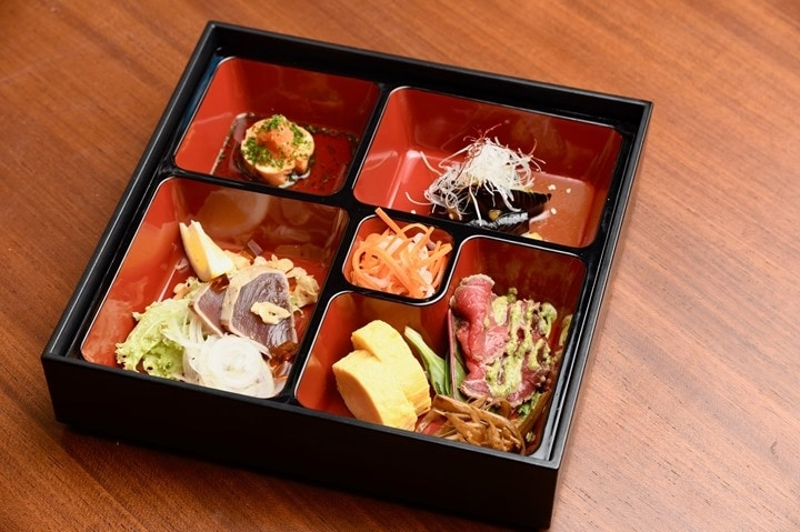 Sushiya Sushi Restaurant München Shokado Box mit Sushi gefüllt
